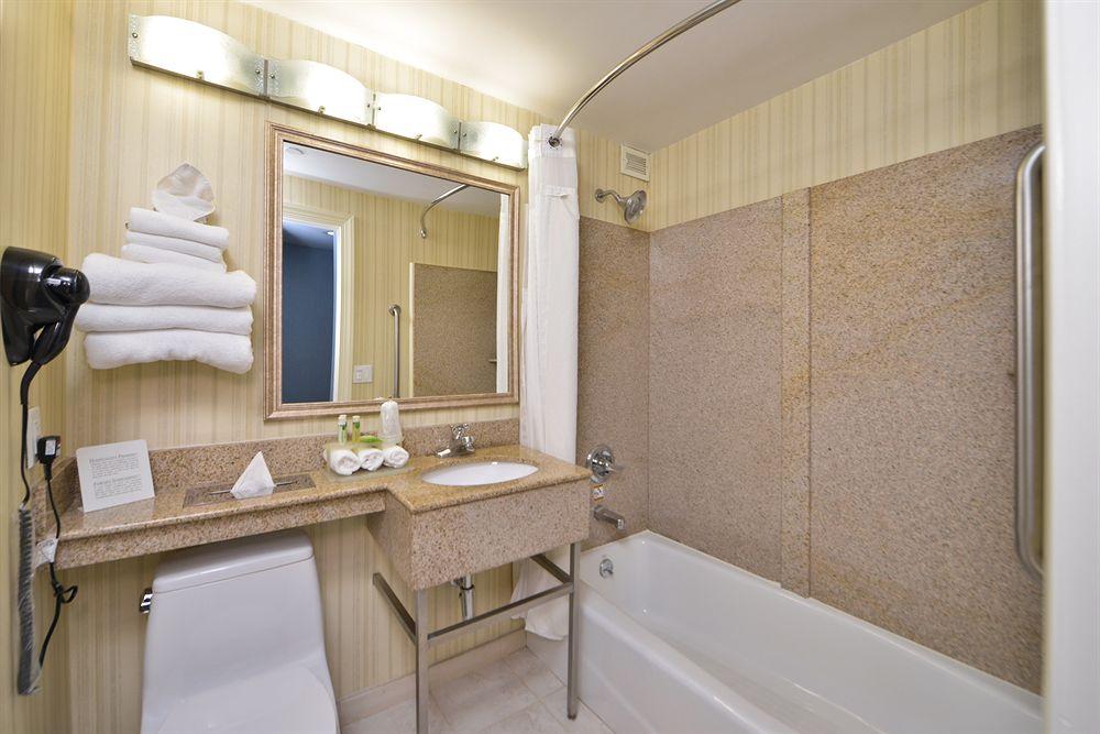 https://www.hotelsbyday.com/_data/default-hotel_image/0/4640/80961-157-z.jpg