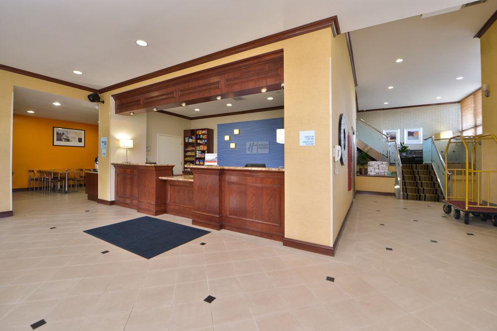 https://www.hotelsbyday.com/_data/default-hotel_image/0/4647/80961-203-z.jpg