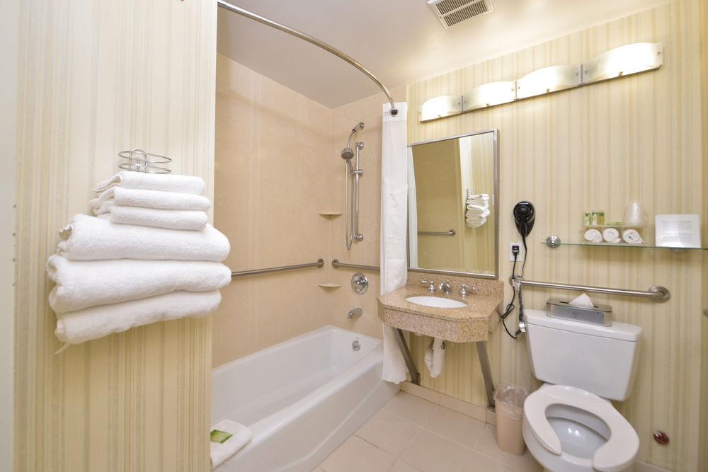 https://www.hotelsbyday.com/_data/default-hotel_image/0/4651/80961-209-z.jpg