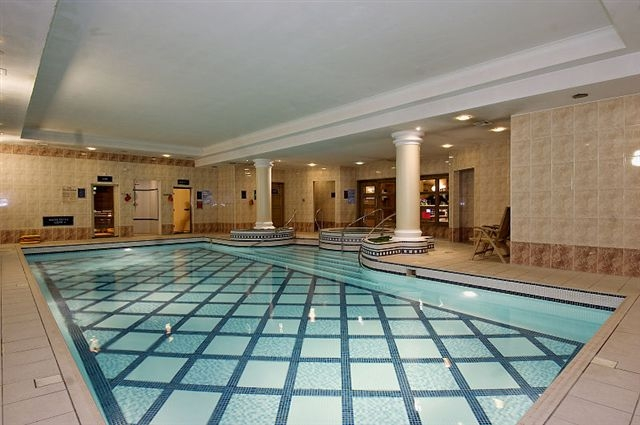 https://www.hotelsbyday.com/_data/default-hotel_image/0/4712/swimming-pool.jpg