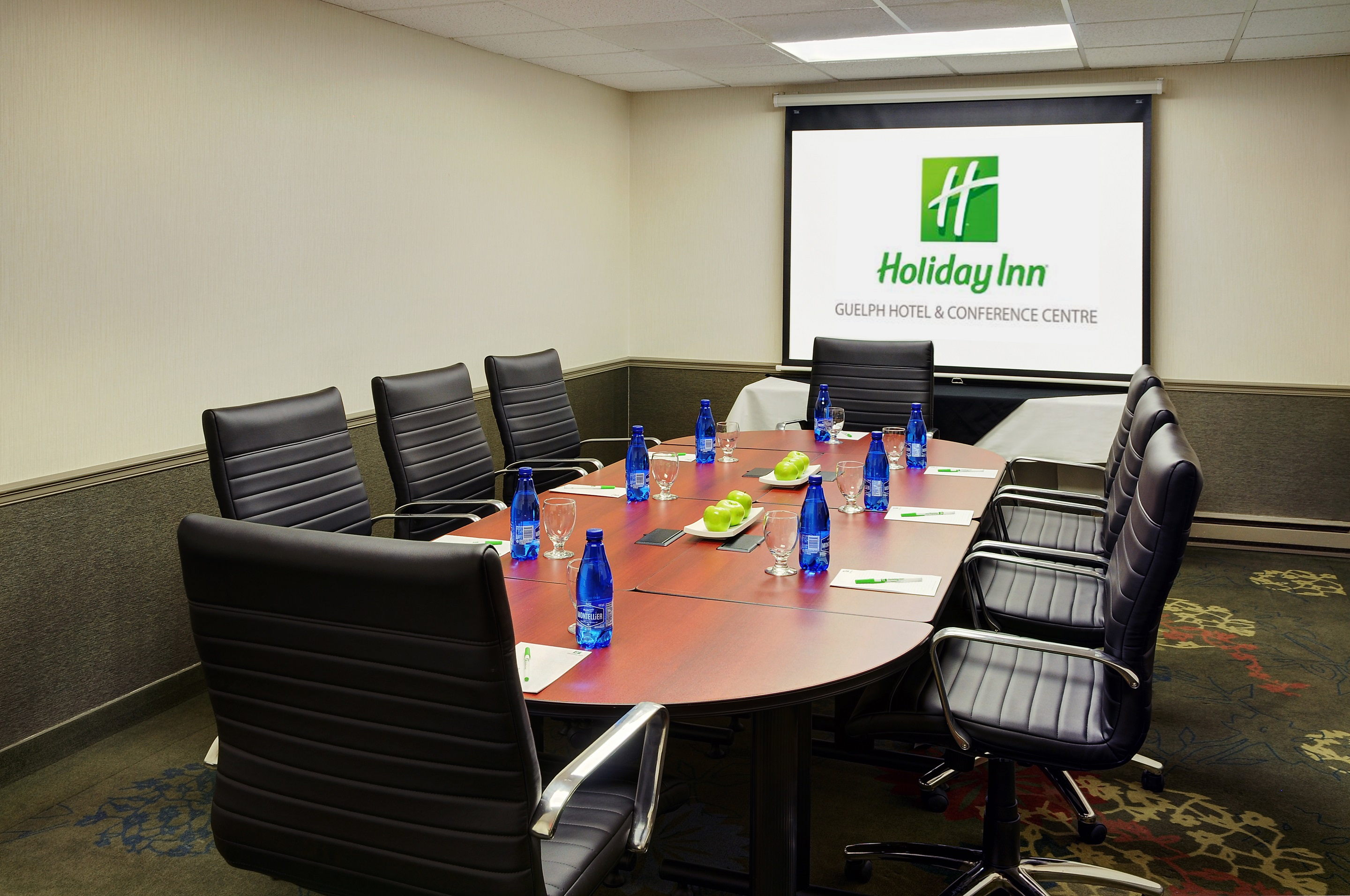 https://www.hotelsbyday.com/_data/default-hotel_image/0/4737/12-boardroom-1.jpg