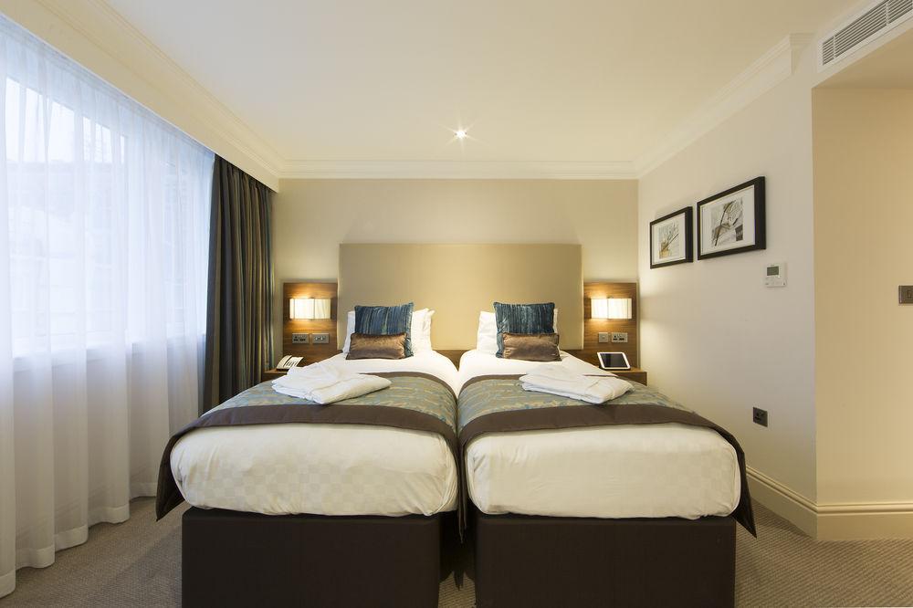 https://www.hotelsbyday.com/_data/default-hotel_image/0/4794/8704-265-z.jpg