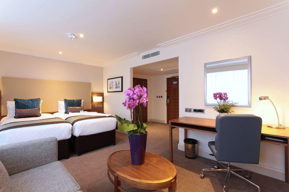 https://www.hotelsbyday.com/_data/default-hotel_image/0/4795/8704-275-z.jpg