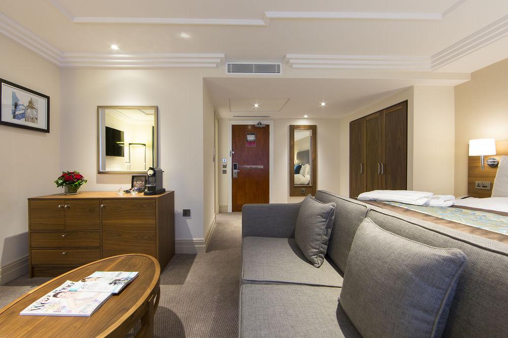 https://www.hotelsbyday.com/_data/default-hotel_image/0/4796/8704-215-z.jpg