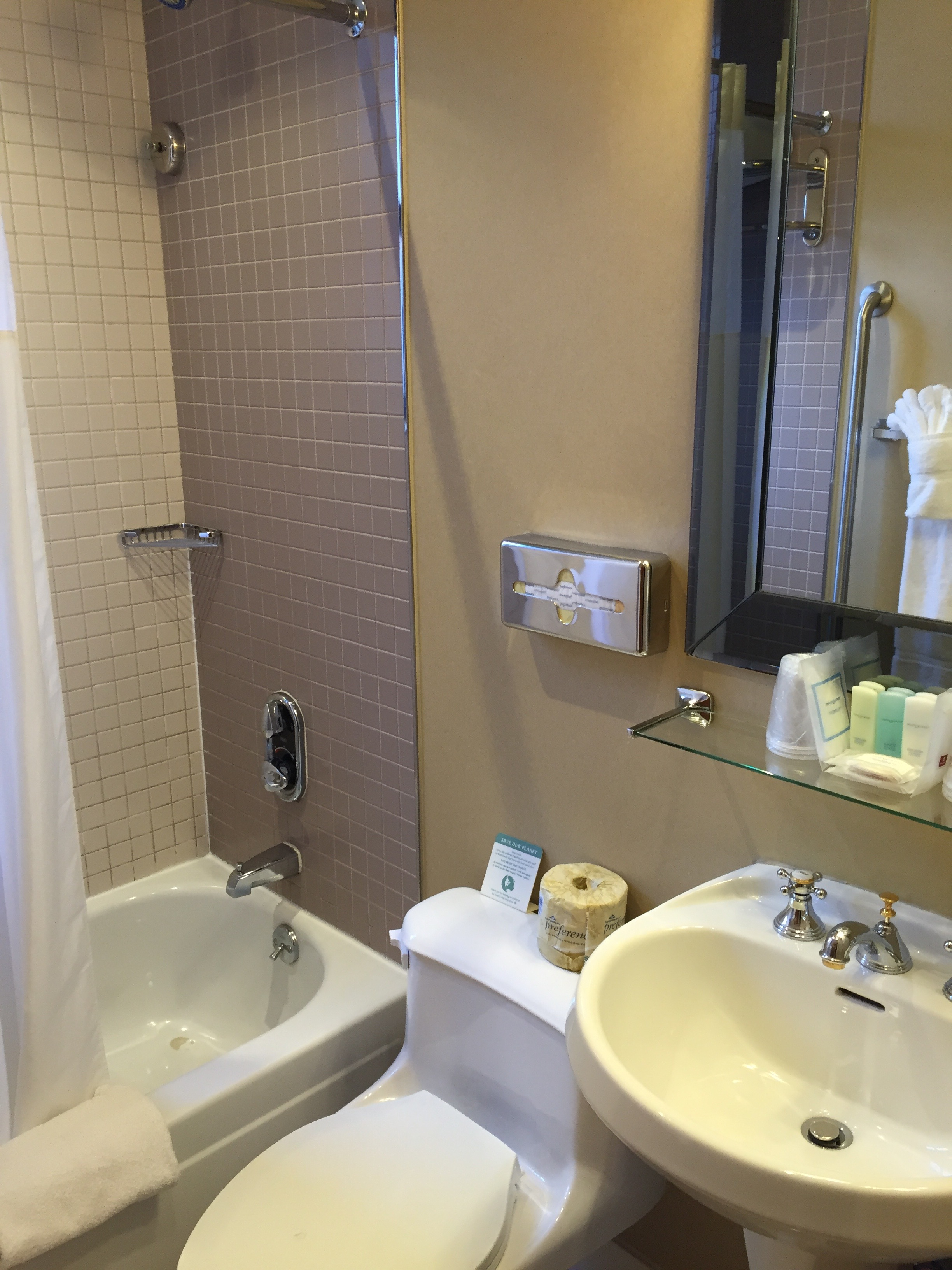 https://www.hotelsbyday.com/_data/default-hotel_image/0/4918/img-5828.jpg