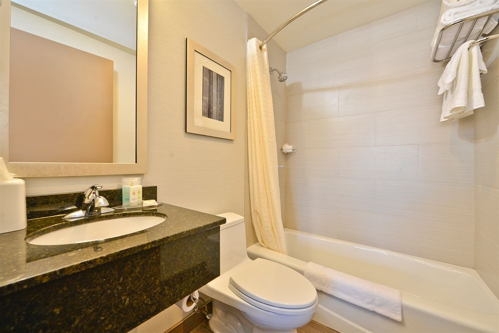 https://www.hotelsbyday.com/_data/default-hotel_image/0/4931/5232871-40-z.jpg
