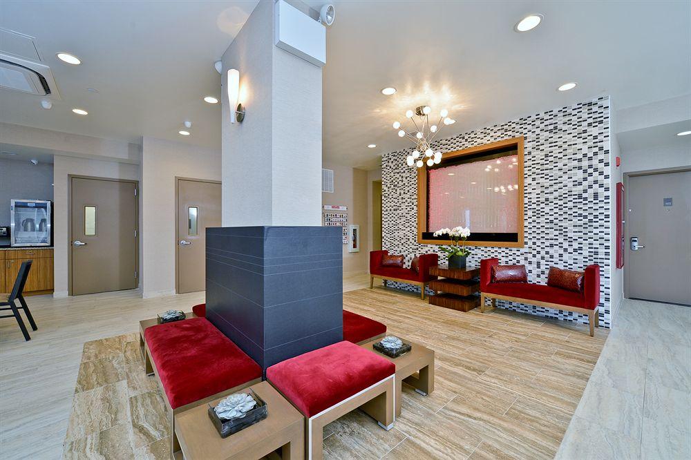 https://www.hotelsbyday.com/_data/default-hotel_image/0/4934/5232871-39-z.jpg