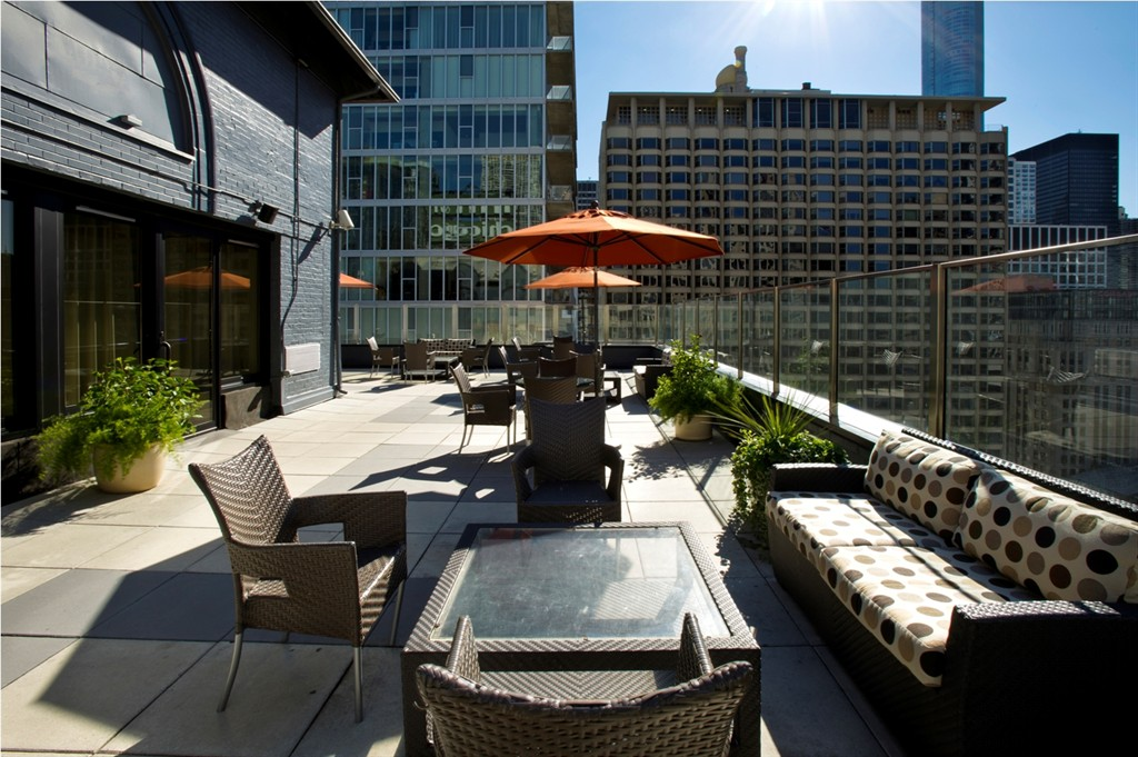 https://www.hotelsbyday.com/_data/default-hotel_image/0/63/inn-of-chicago-chicago-illinois-5.jpg
