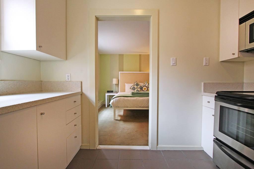 https://www.hotelsbyday.com/_data/default-hotel_image/0/684/205ktbd-1-jpg-1024x0.jpg