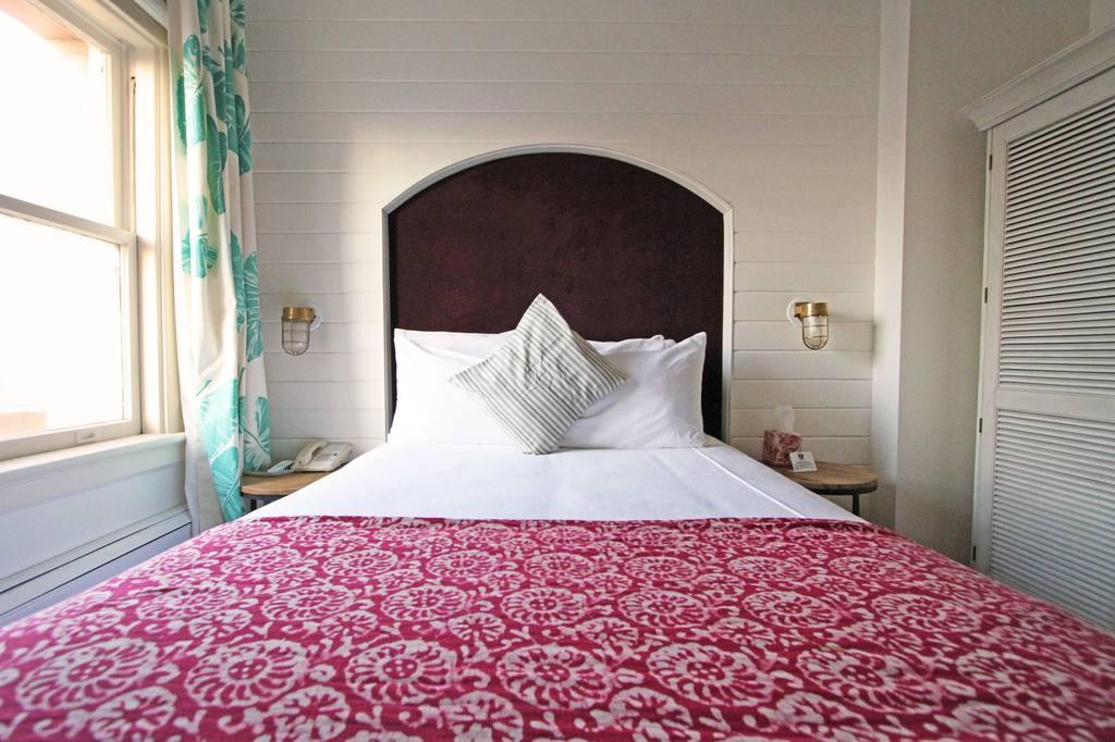 https://www.hotelsbyday.com/_data/default-hotel_image/0/685/210-2-jpg-1024x0.jpg