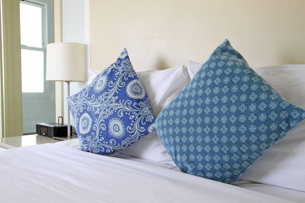 https://www.hotelsbyday.com/_data/default-hotel_image/0/686/302side-jpg-1024x0.jpg