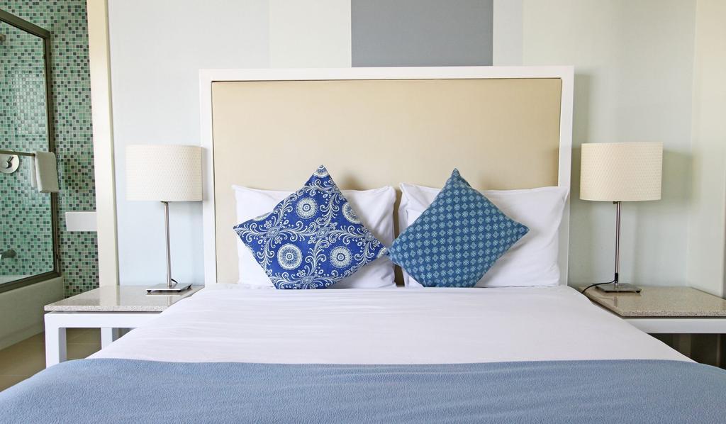 https://www.hotelsbyday.com/_data/default-hotel_image/0/687/302revamp-jpg-1024x0.jpg