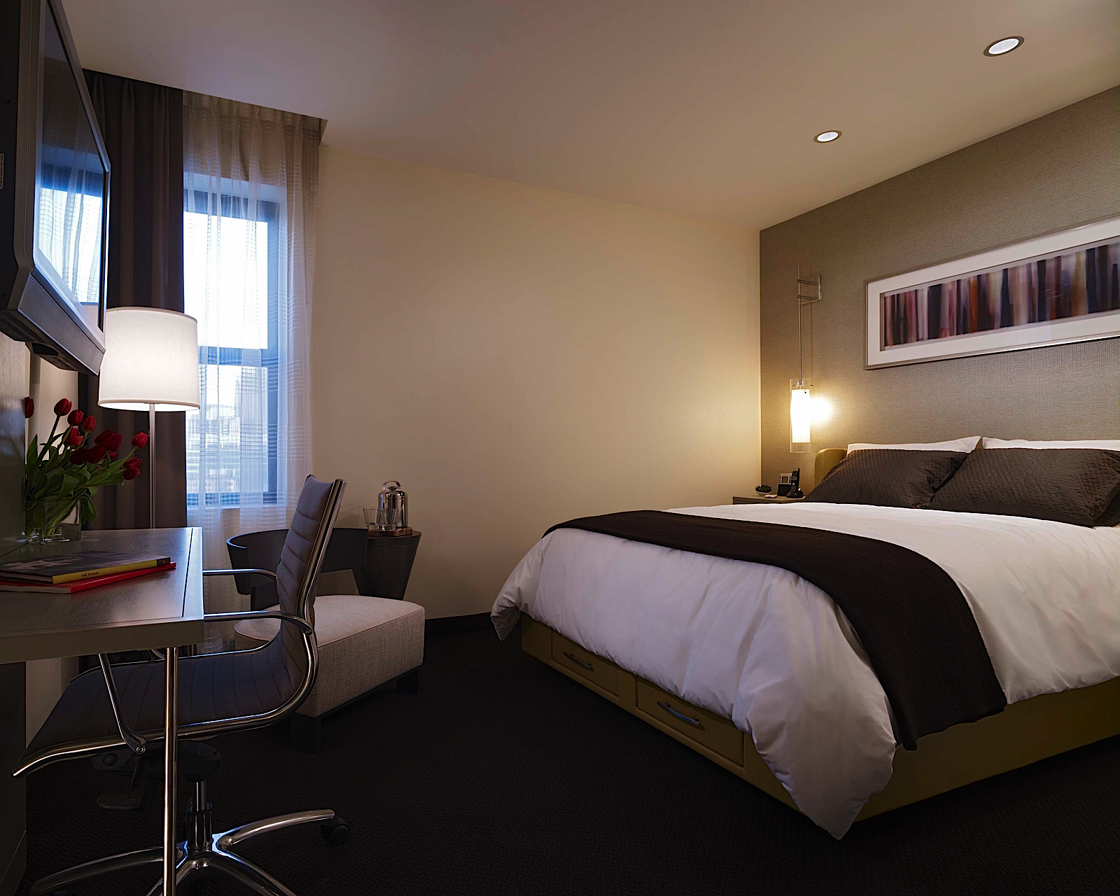 https://www.hotelsbyday.com/_data/default-hotel_image/0/69/hotel-felix-chicago-double-room-5.jpg