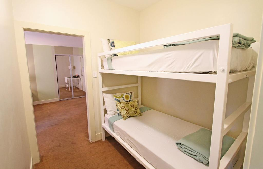 https://www.hotelsbyday.com/_data/default-hotel_image/0/690/cadillac-bunk-jpg-1024x0.jpg