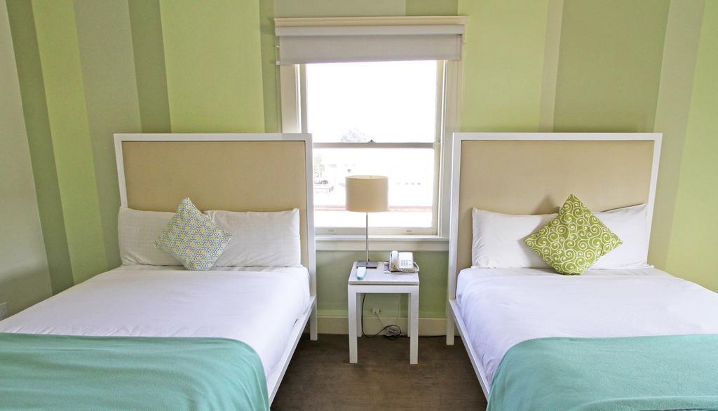 https://www.hotelsbyday.com/_data/default-hotel_image/0/691/cadillac-two-bed1-jpg-1024x0.jpg