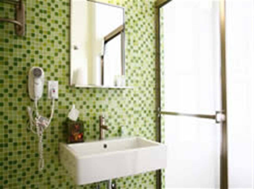 https://www.hotelsbyday.com/_data/default-hotel_image/0/693/greenbath-jpg-1024x0.jpg