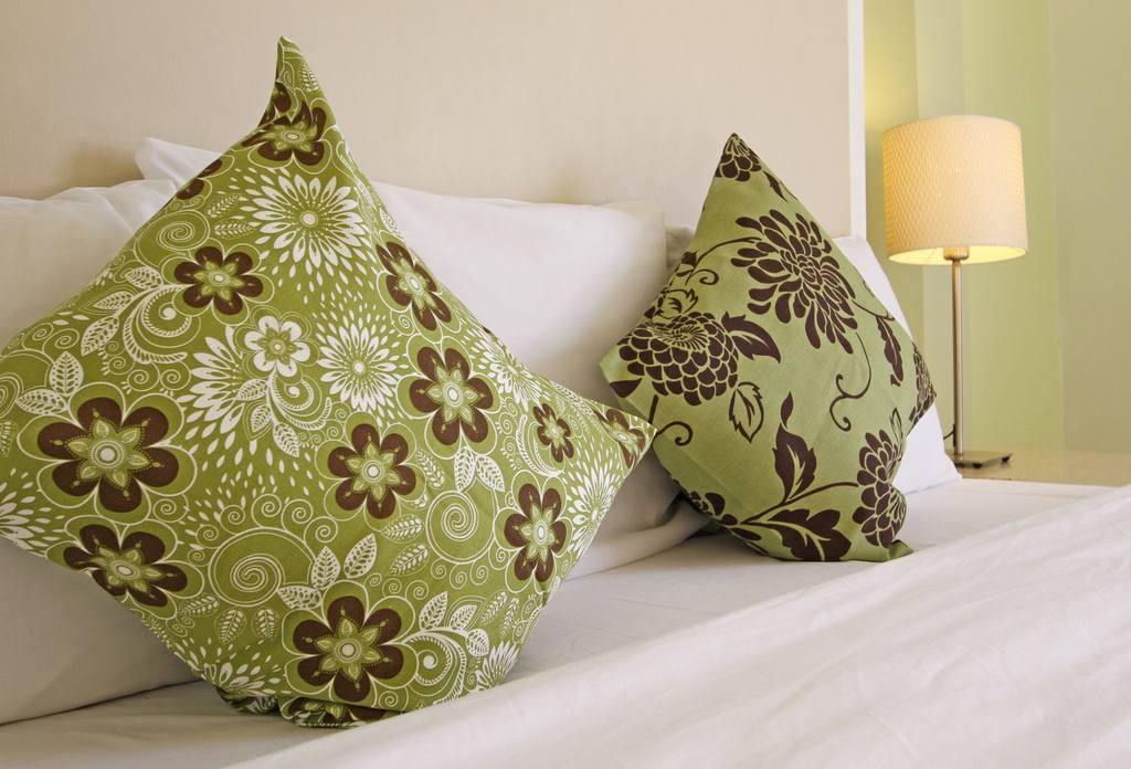 https://www.hotelsbyday.com/_data/default-hotel_image/0/697/greenpillow-jpg-1024x0.jpg
