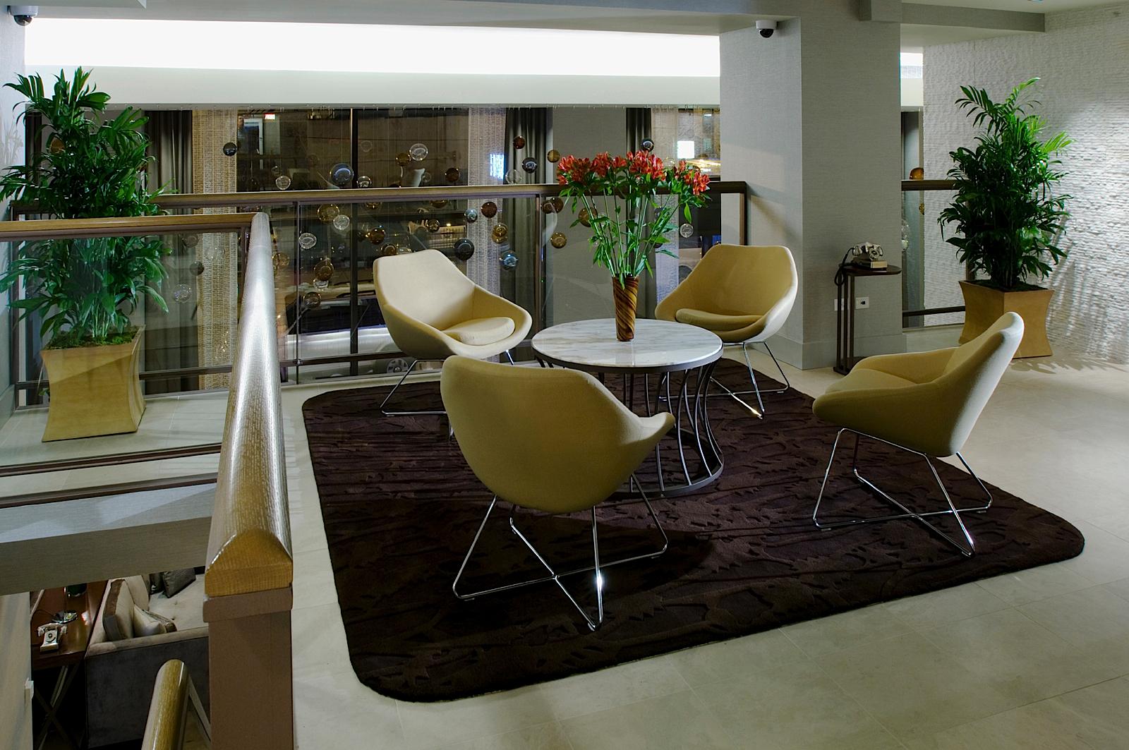 https://www.hotelsbyday.com/_data/default-hotel_image/0/70/hotel-felix-chicago-mezzanine-4.jpg