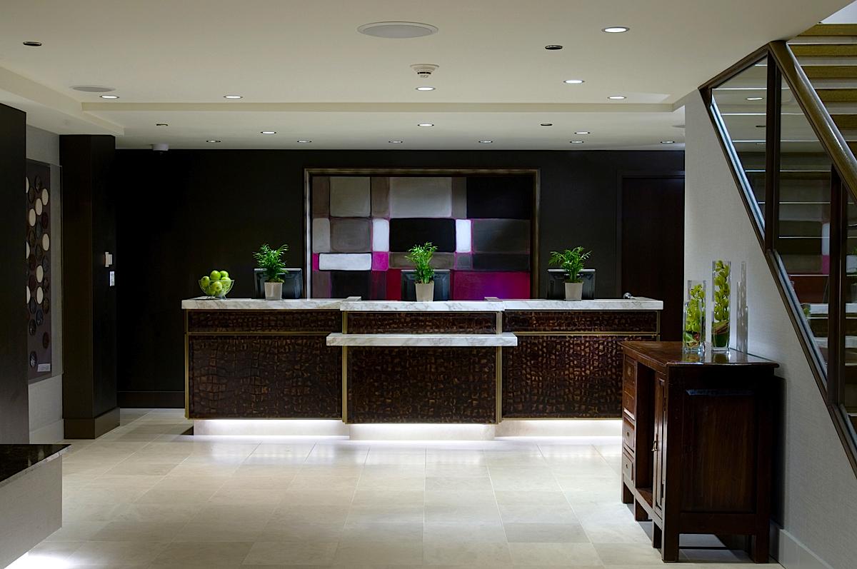 https://www.hotelsbyday.com/_data/default-hotel_image/0/71/hotel-felix-chicago-reception-2.jpg