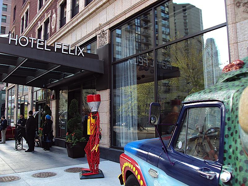 https://www.hotelsbyday.com/_data/default-hotel_image/0/72/hotel-felix-chicago-1.jpg
