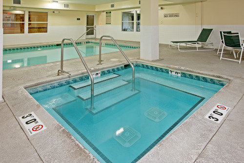 https://www.hotelsbyday.com/_data/default-hotel_image/0/81/country-inn-and-suites-chicago-pool.jpg