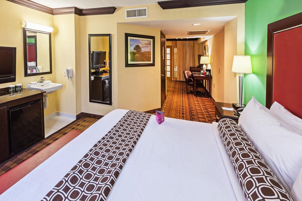 https://www.hotelsbyday.com/_data/default-hotel_image/1/5176/4.jpg
