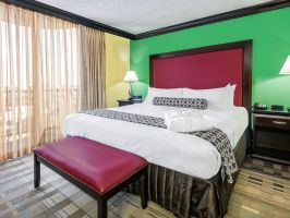 Hotel Crowne Plaza Suites Houston image