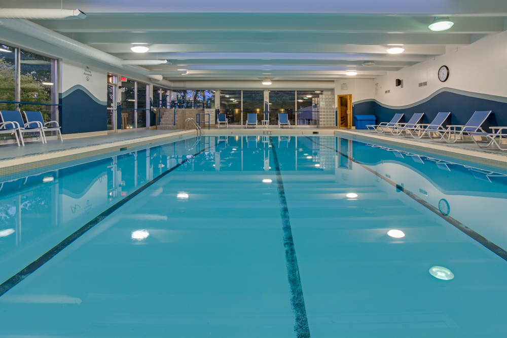 https://www.hotelsbyday.com/_data/default-hotel_image/1/5191/yzrca-hi-sarnia-point-edward-indoor-pool-whirlpool-sauna-9622-low-res.jpg