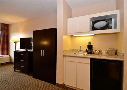 https://www.hotelsbyday.com/_data/default-hotel_image/1/5204/1154020-45-y.jpg