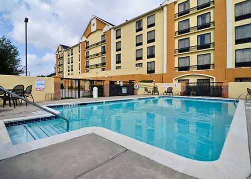 https://www.hotelsbyday.com/_data/default-hotel_image/1/5207/1154020-43-y.jpg