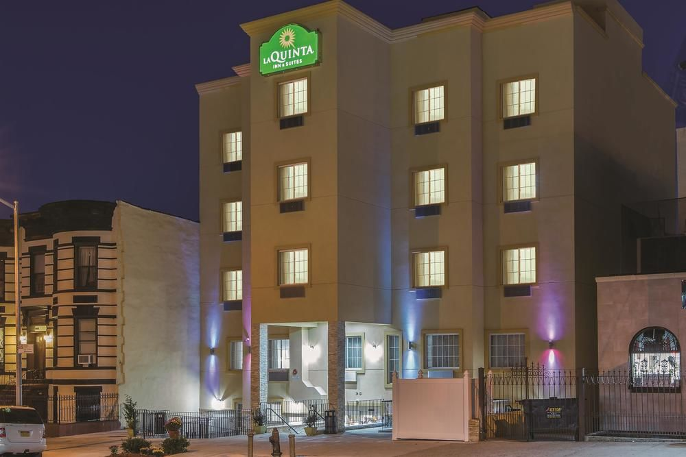 https://www.hotelsbyday.com/_data/default-hotel_image/1/5280/la-quinta-inn-and-suites-9.jpg