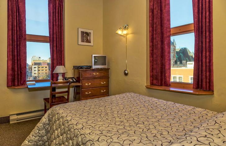 https://www.hotelsbyday.com/_data/default-hotel_image/1/5296/champ-de-mars-3.jpg