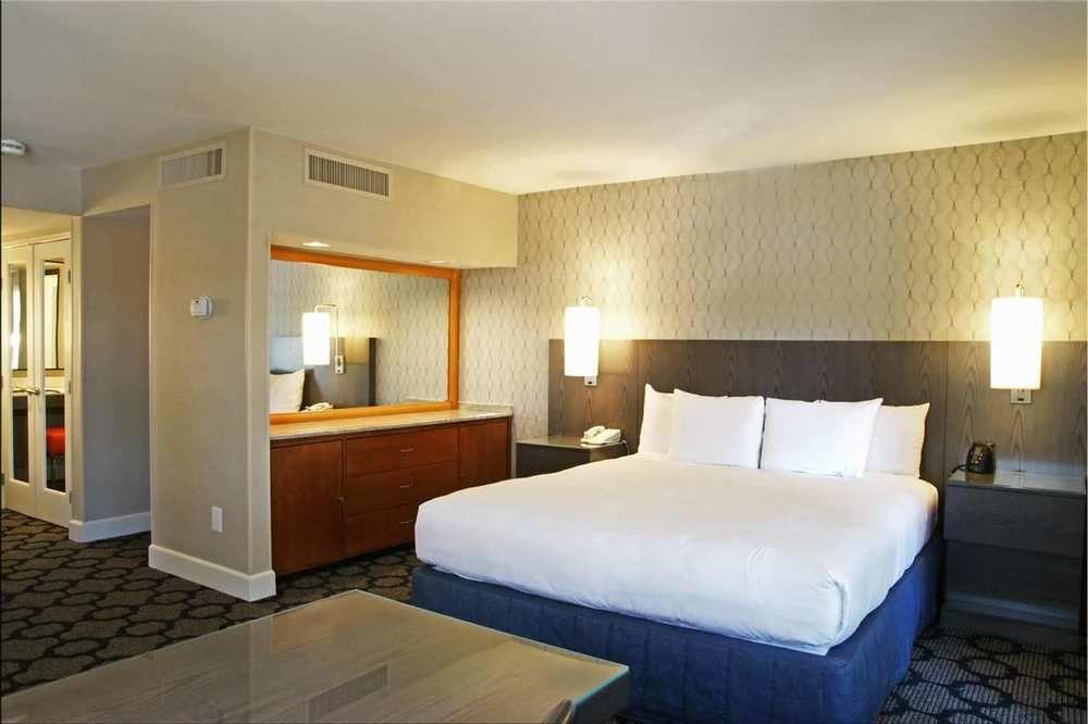 https://www.hotelsbyday.com/_data/default-hotel_image/1/5722/2156-68-z.jpg
