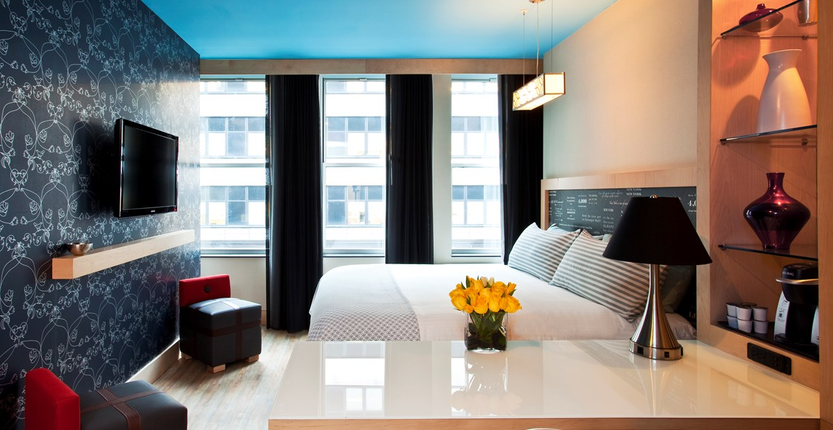 https://www.hotelsbyday.com/_data/default-hotel_image/1/5808/20151014-trypbywyndham-nyctimessquaresouth-45264-king-01.jpg