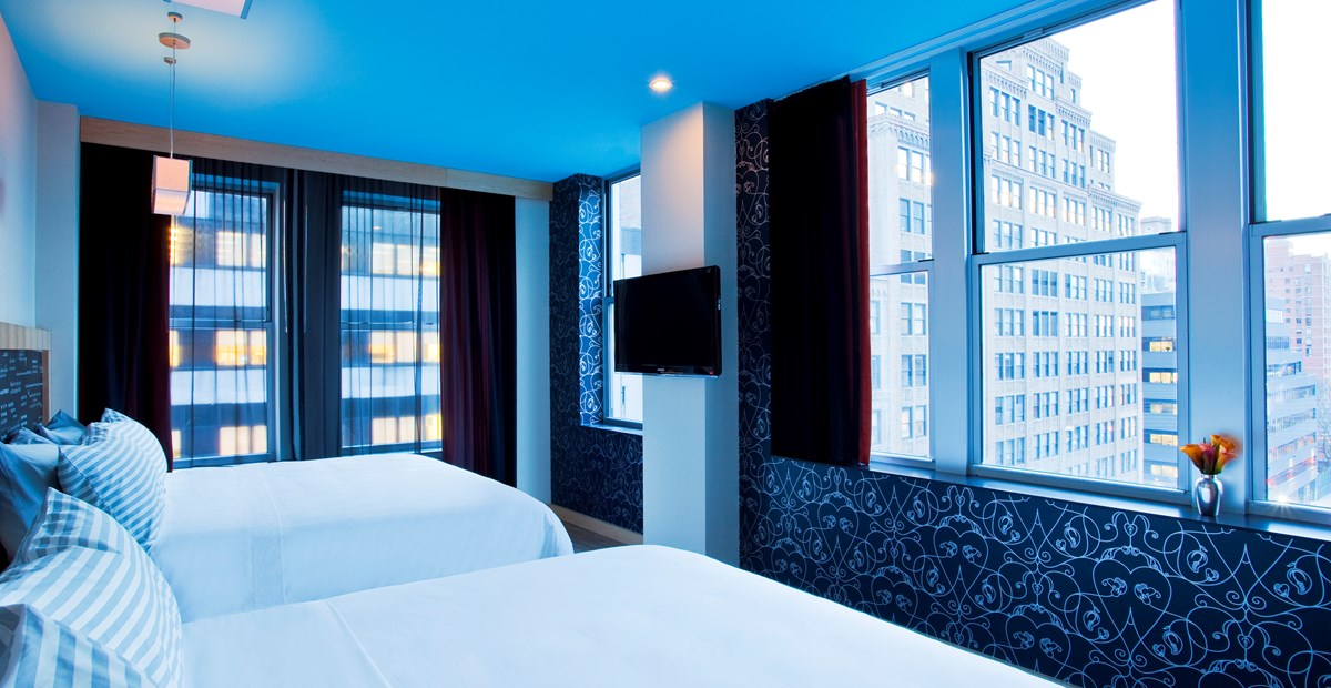 https://www.hotelsbyday.com/_data/default-hotel_image/1/5809/20151014-trypbywyndham-nyctimessquaresouth-45264-premiumroom-01.jpg
