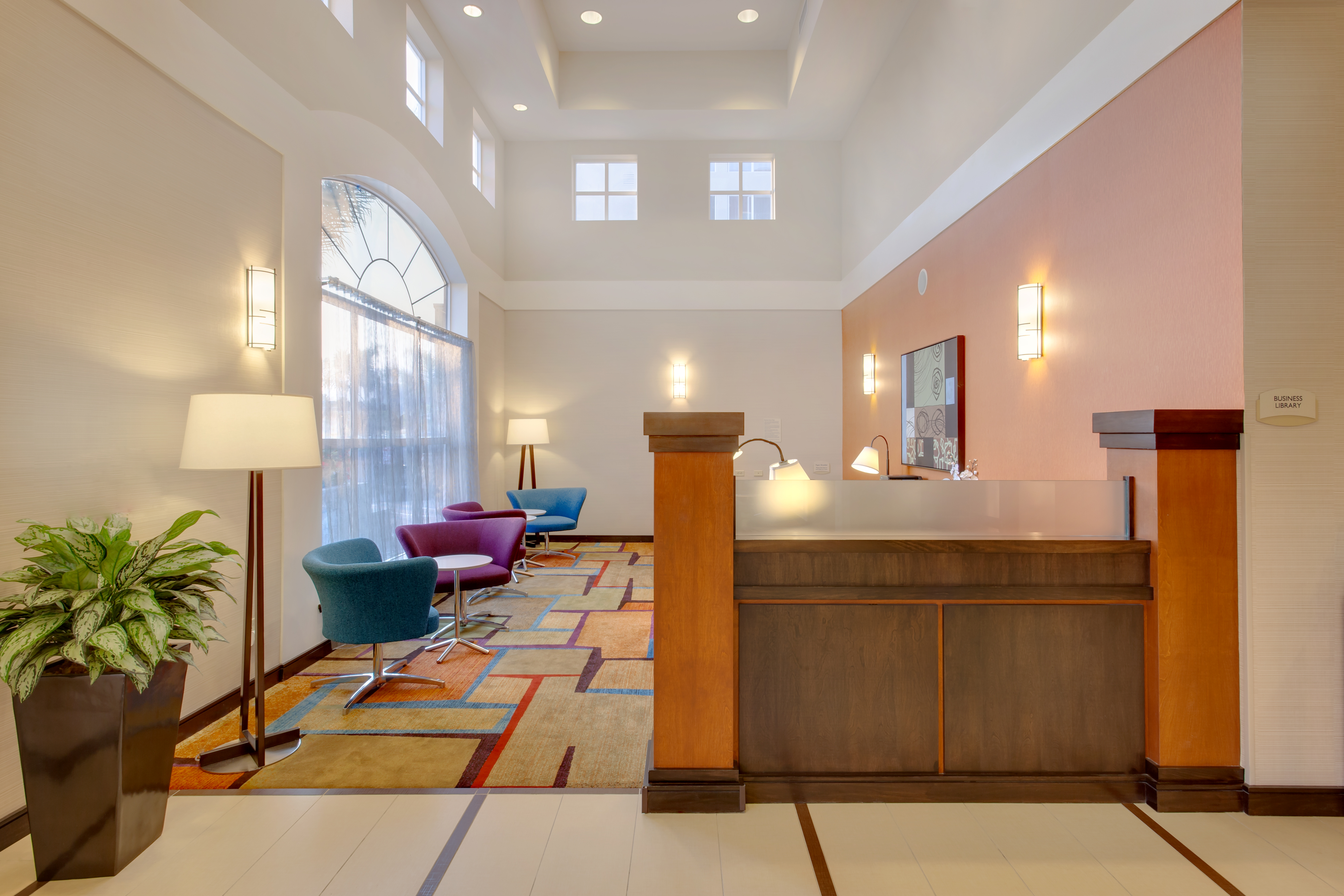 https://www.hotelsbyday.com/_data/default-hotel_image/1/6266/sfome-business-library-lobby-view.jpg