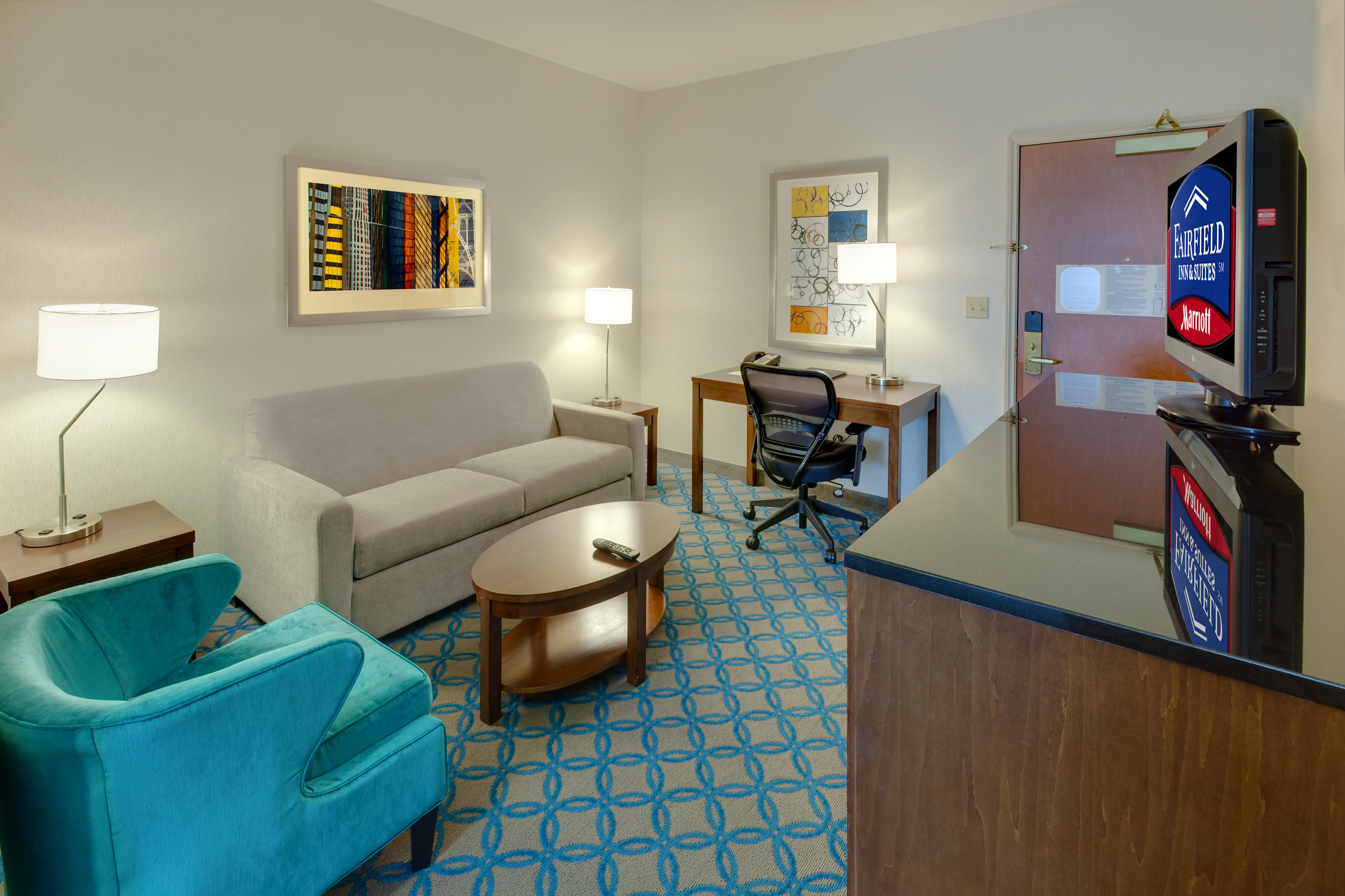 https://www.hotelsbyday.com/_data/default-hotel_image/1/6275/sfome-standard-room-living-area.jpg