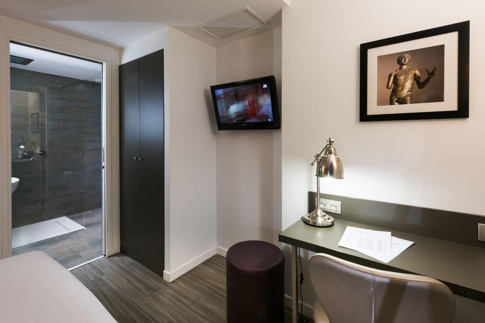 https://www.hotelsbyday.com/_data/default-hotel_image/1/6282/paris5.jpg