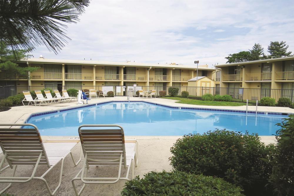 https://www.hotelsbyday.com/_data/default-hotel_image/1/6678/a9cf03e6-z.jpg
