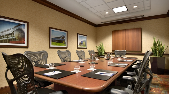https://www.hotelsbyday.com/_data/default-hotel_image/1/6697/gi-boardroom-18-698x390-fittoboxsmalldimension-center.jpg