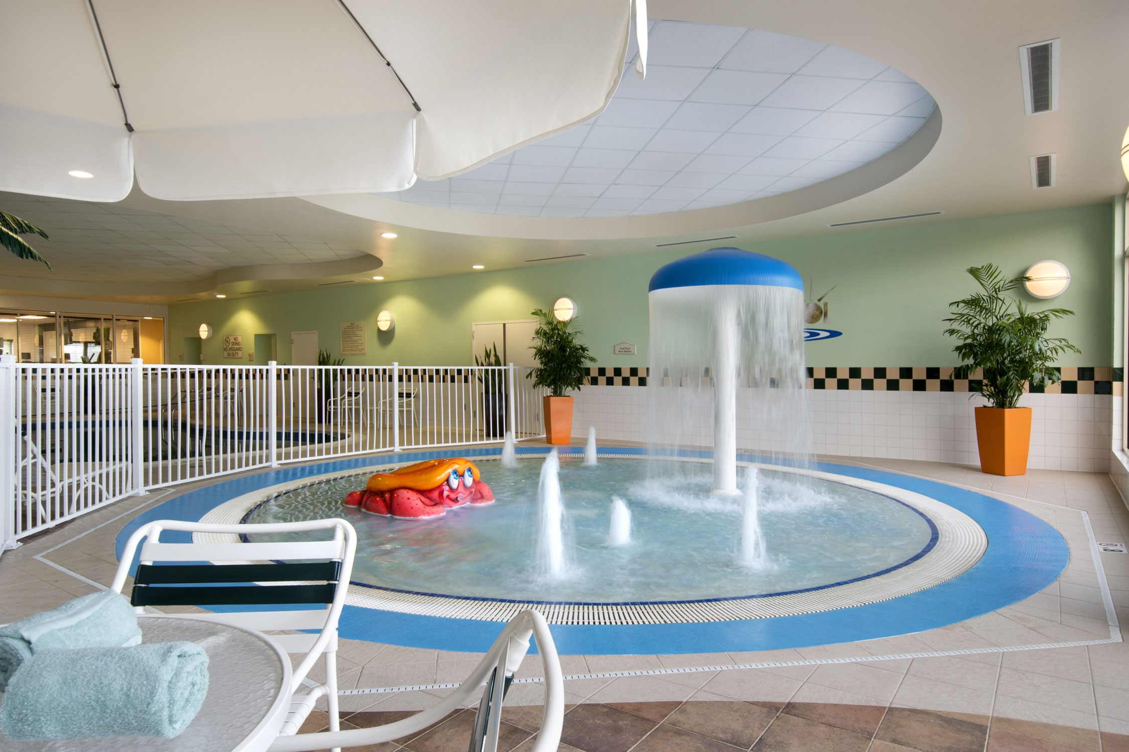 https://www.hotelsbyday.com/_data/default-hotel_image/1/6709/pool.jpg