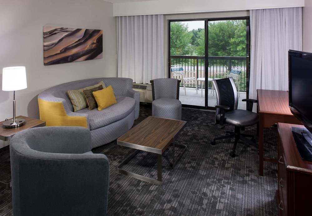 https://www.hotelsbyday.com/_data/default-hotel_image/1/6735/d083a924-z.jpg