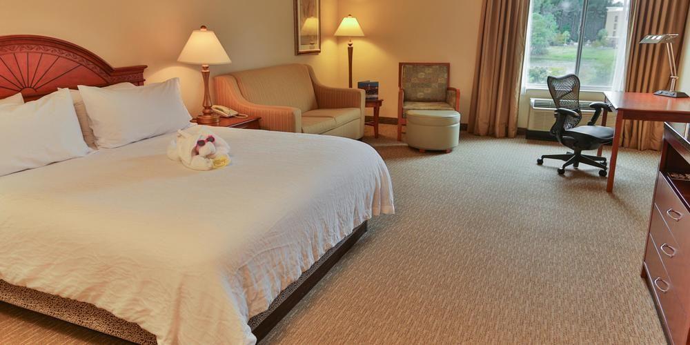 https://www.hotelsbyday.com/_data/default-hotel_image/1/6805/7ce2c28e-z.jpg