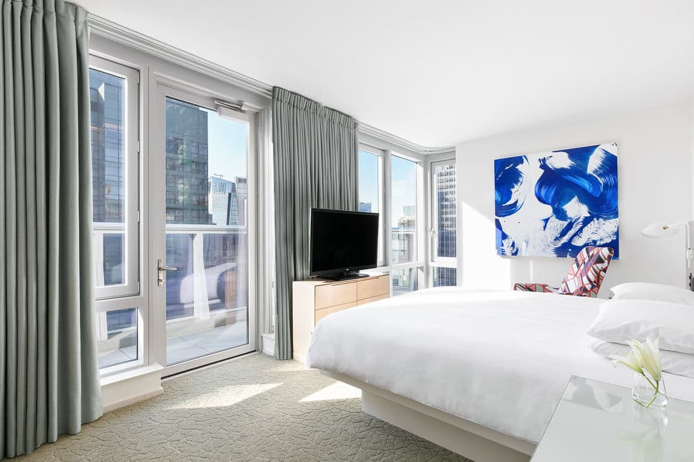 https://www.hotelsbyday.com/_data/default-hotel_image/1/6956/5acd2ffc-z.jpg