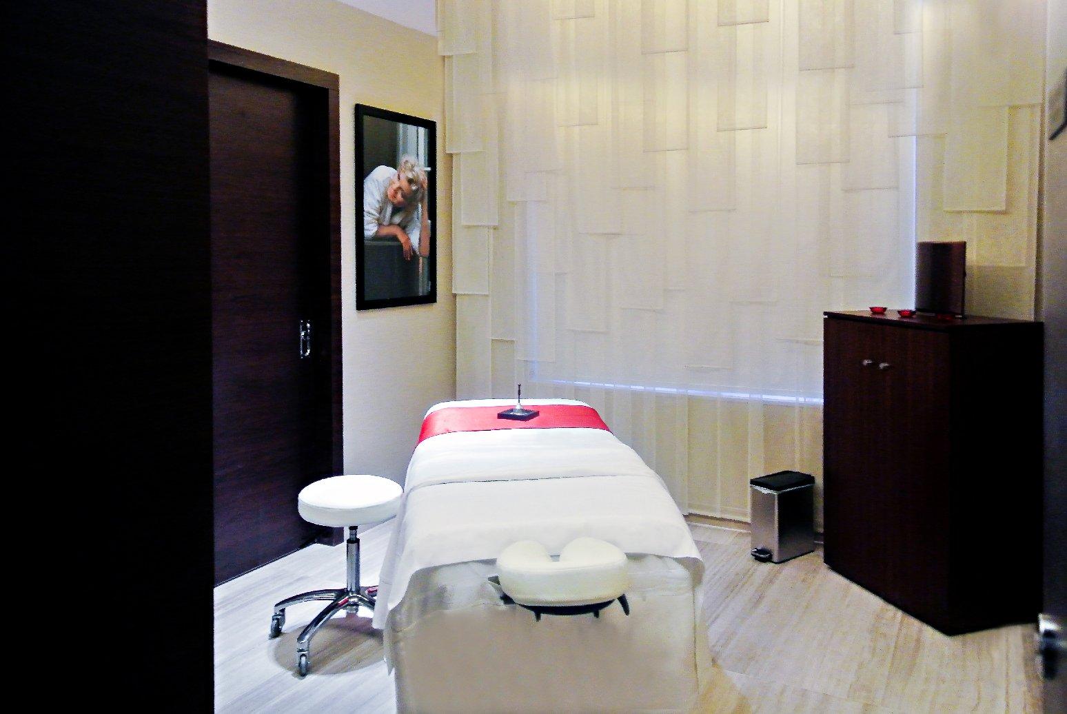 https://www.hotelsbyday.com/_data/default-hotel_image/1/7044/marilyn-monroe-spa-treatment-room.jpg