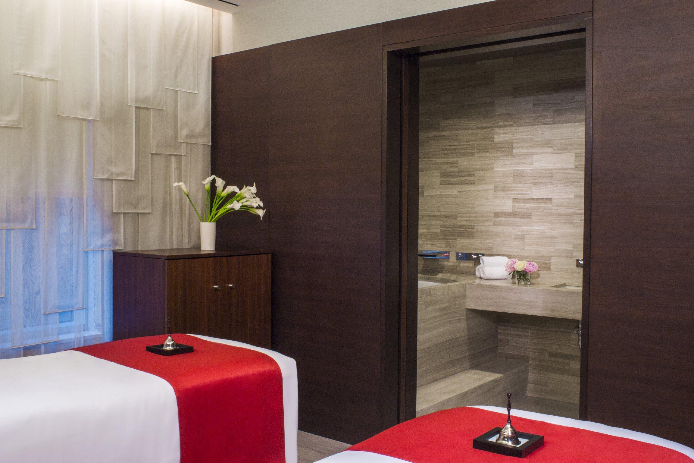 https://www.hotelsbyday.com/_data/default-hotel_image/1/7045/timeless-couples-treatment-room.jpg