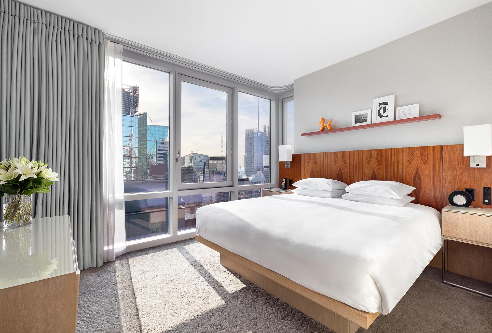 https://www.hotelsbyday.com/_data/default-hotel_image/1/7048/deluxe-view-suite-bedroom-lores.jpg