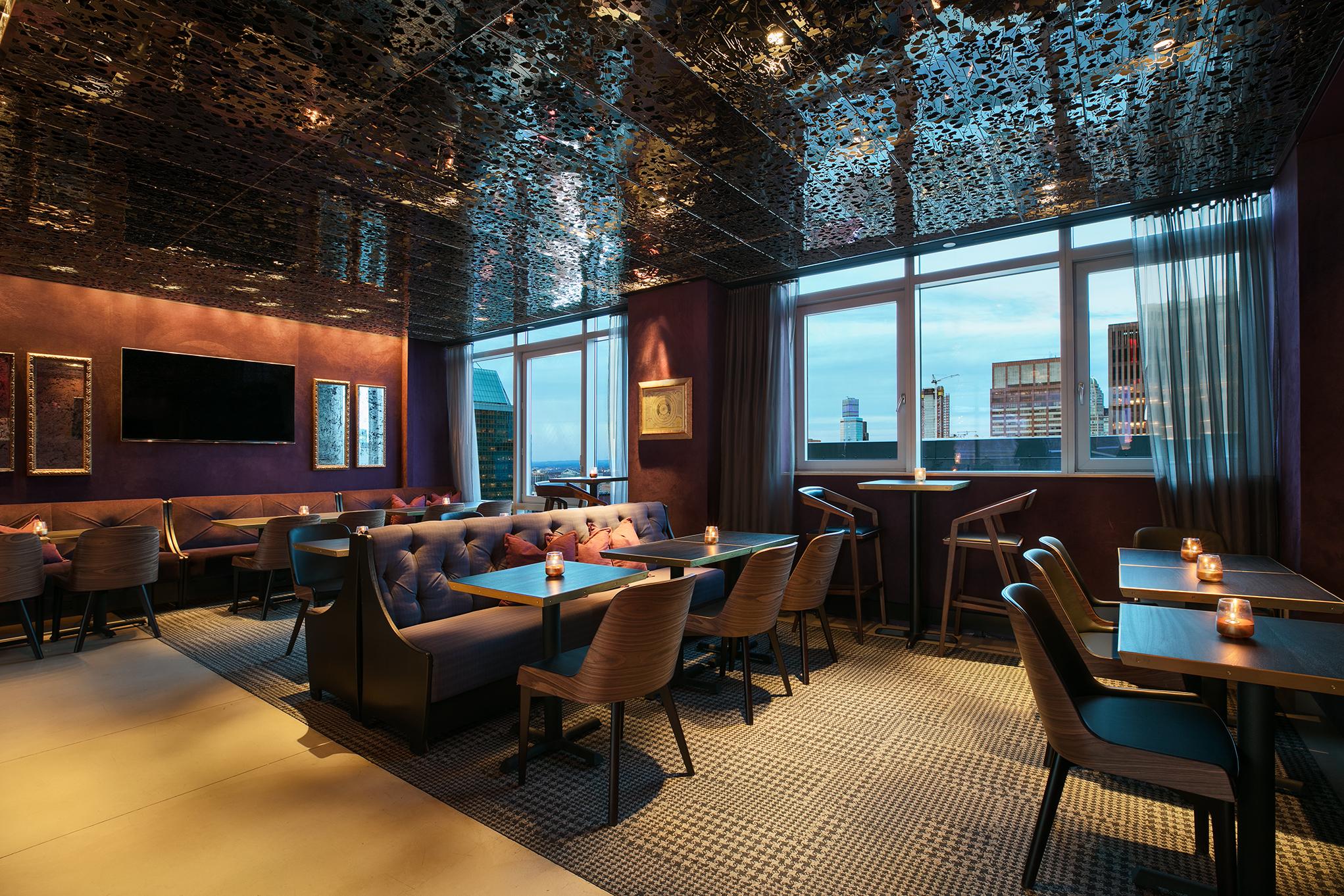 https://www.hotelsbyday.com/_data/default-hotel_image/1/7055/bar-54-back-north.jpg