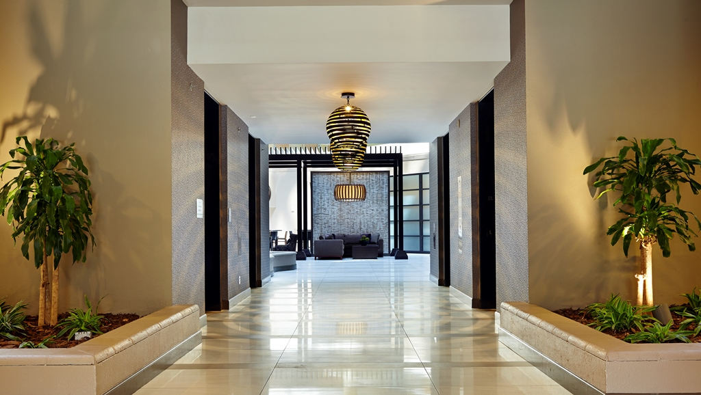 https://www.hotelsbyday.com/_data/default-hotel_image/1/7130/elevator-hall.jpg