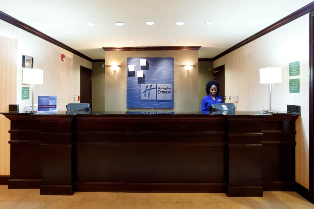 https://www.hotelsbyday.com/_data/default-hotel_image/1/7354/977293-145-z-2.jpg